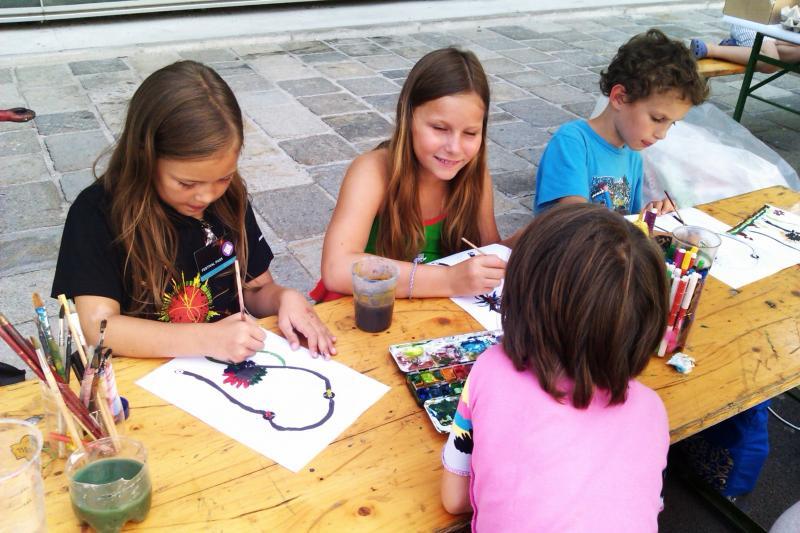 Im Sonnenschein wird gemalt. U Create Festival, Linz 2011