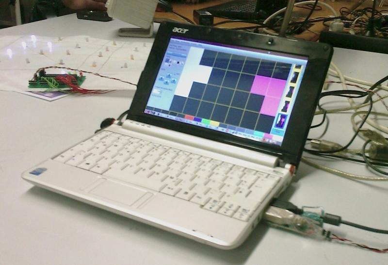 Toublo (ältere Version) steuert einen kleinen AurinkoLink-Display